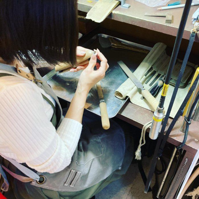 ジュエリーをつくろうヤスリがけ希望のサイズに合わせるための大事な彫金三大要素できるまで講師がサポートcraftsmanship#彫金教室 #彫金