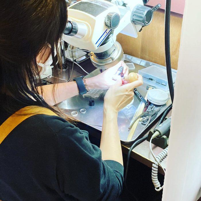 ジュエリーをつくろうφ1.5mmの石も実体顕微鏡なら正確に石留craftsmanship#彫金教室 #ジュエリー好き