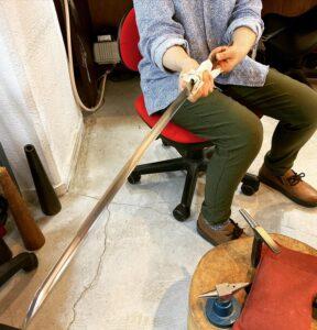 彫金技法で日本刀のハバキを製作