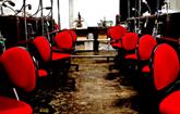 ベンチ、椅子 30席、30ベンチを確保しています。