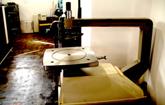 電動ノコギリ 手のひらに載る程度の彫金としては大きな作品を切るときに使います。